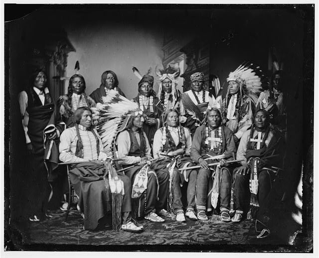 "eingescanntes Glasnegativ der ""Library of Congress Prints and Photographs Division Washington"", Titel: ""Red Cloud and Indians"" entstanden 1865 - 1880"